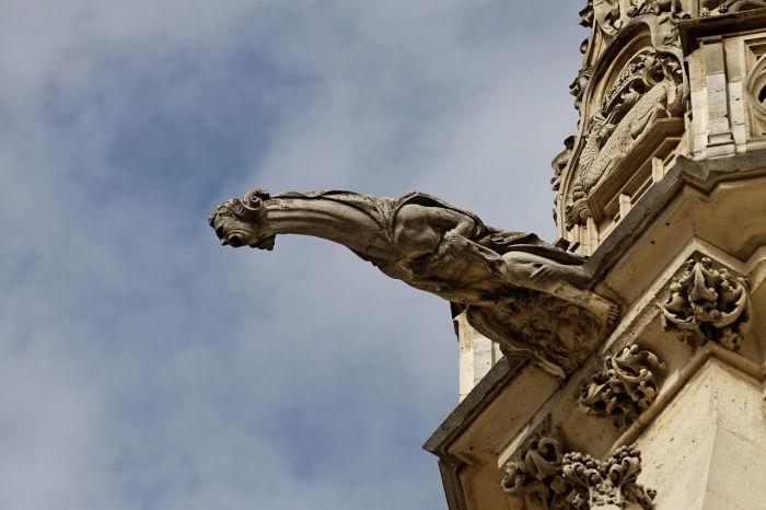 Позднеготическая гаргуйль «Святой капеллы» в Венсенском замке, XV в.