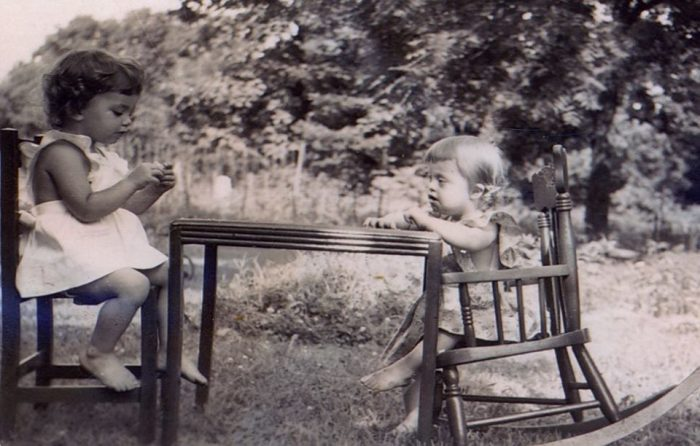 На детских фотографиях сестры Скотт – счастливые дети