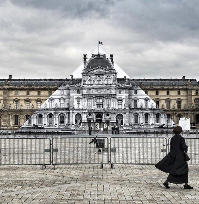 Оптическая иллюзия, скрывшая скандальную стеклянную пирамиду и открывшая зрителям вид Лувра XVII века