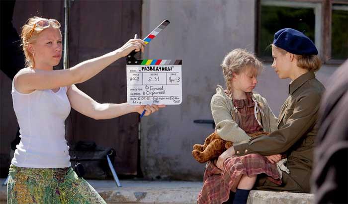 Алиса Миронова и Светлана Устинова на съемках сериала «Разведчицы»