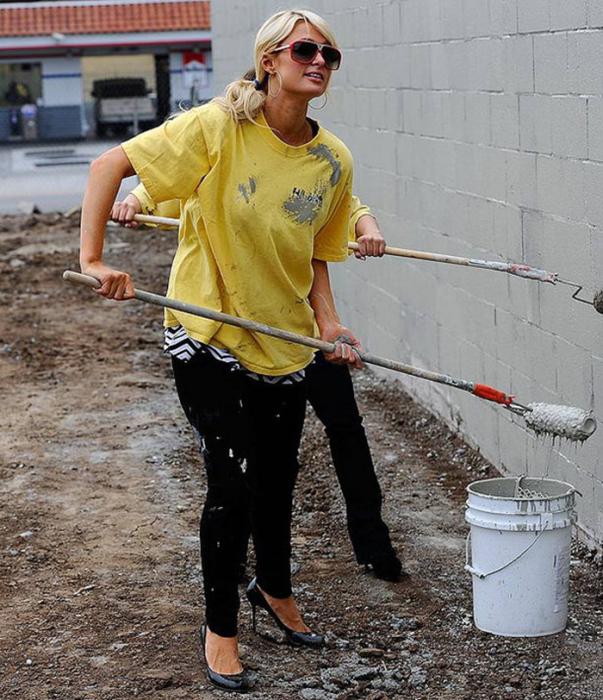 Пэрис Хилтон извлекает пользу для себя из всего, даже из общественных работ