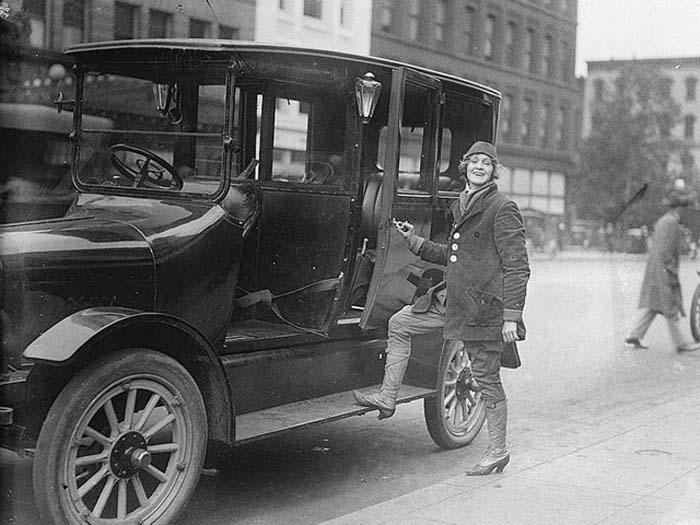Элизабет фон Папп – первая женщина-таксист