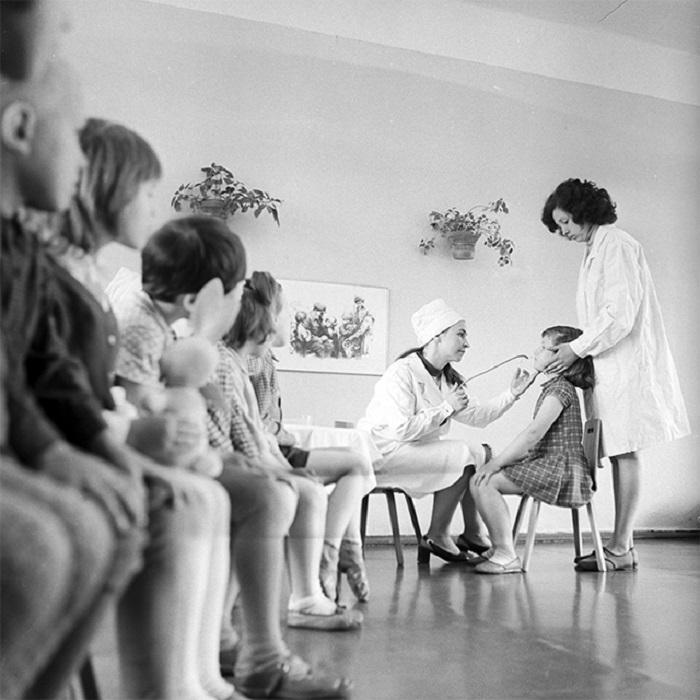Профилактическая вакцинация детей против гриппа в одном из детских садов СССР, 1970-е годы