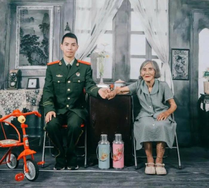 Фотосессия стала подарком любимой бабушке, которая подарила Чжану вторую жизнь