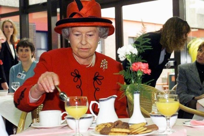 Время, проведенное за столом, определяет королева