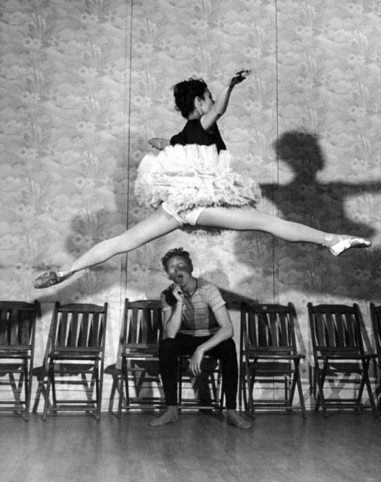 Известная балерина Тамара Туманова и комик Дэнни Кей, 1945 год