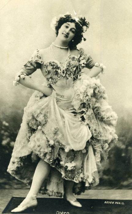 Каролина Отеро – популярная модель для открыток