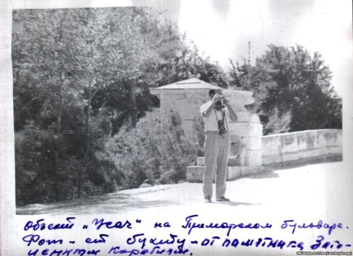 Фотография Галеотти, сделанная сотрудниками КГБ во время слежки за французом. Приморский бульвар, Севастополь