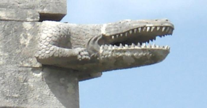 Гаргуйль в форме крокодила, Синтра, Португалия
