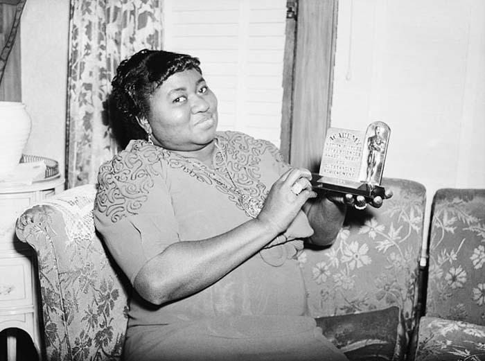 Афроамериканка Хэтти Макдэниел получает «Оскар», 1940 год