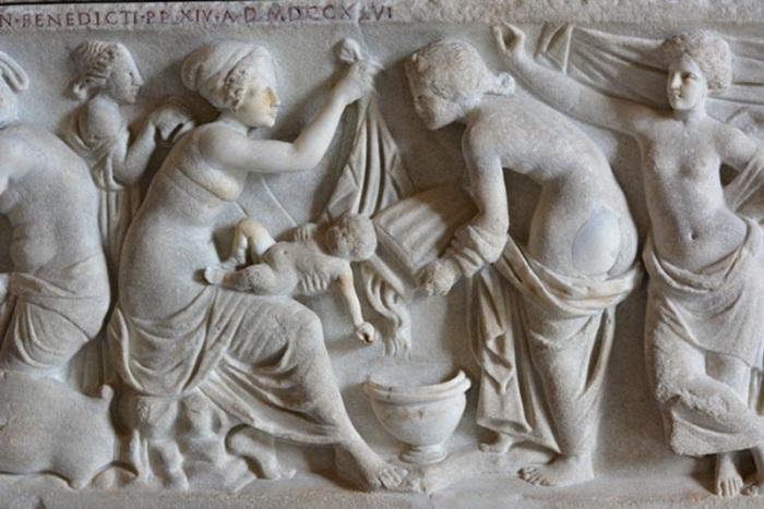 Древнеримский барельеф «Рождение ребенка»