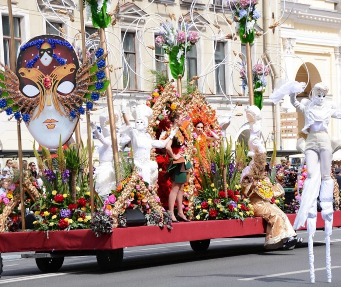 Парад цветов в Санкт-Петербурге