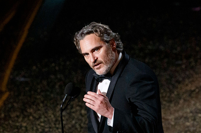 Хоакин Феникс на вручении премии «Оскар» в 2020 году