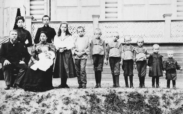 А. Пийр. Рыбинский купец Л.Л. Попенов с семьей. 1910-1917 Ярославская губерния, город Рыбинск