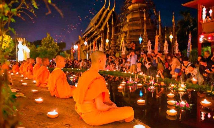 По традиции, все участвующие в ритуале благодарят богов за помощь. Если Кратхонг быстро тонет, то это считается дурным знаком – значит он не выдержал груза грехов человека.