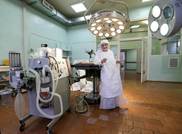Алла Ильинична Лёвушкина почти 70 лет на рабочем месте