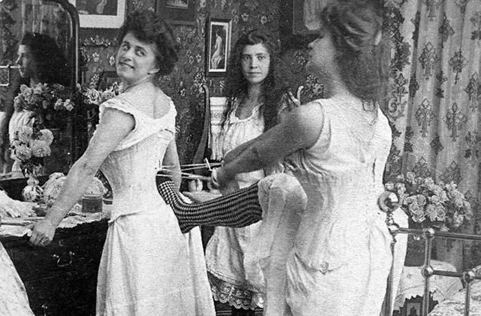 К концу XIX века шили корсеты только мужчины