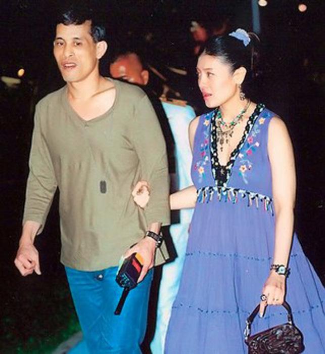 Принц Вачиралонгкорн с третьей женой Срирасми Сувади
