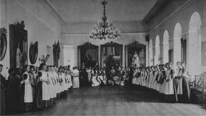 Воспитанницы Дворянского Института