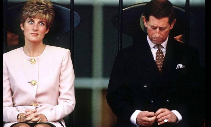 Принцесса Диана  и принц Чарльз на официальной встрече