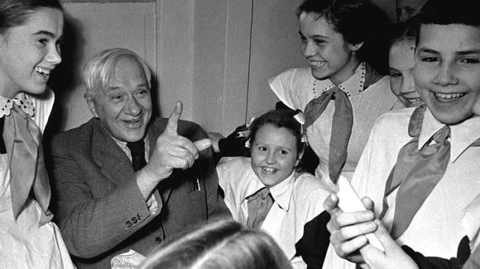 Корней Иванович Чуковский на встрече с юными читателями