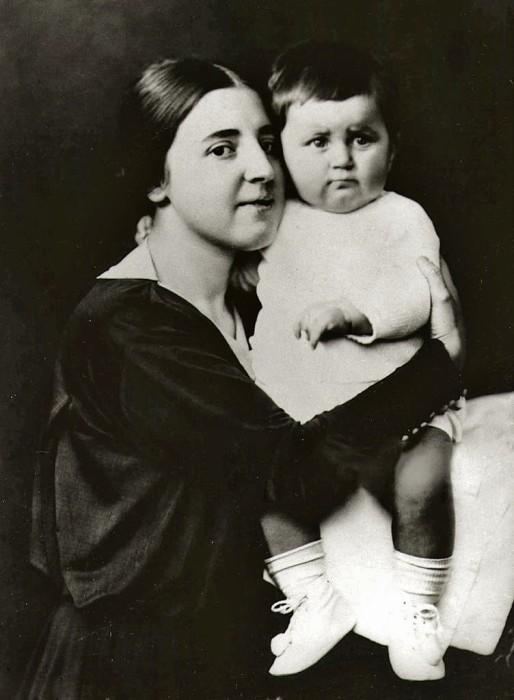 Света с мамой, Надеждой Сергеевной Аллилуевой