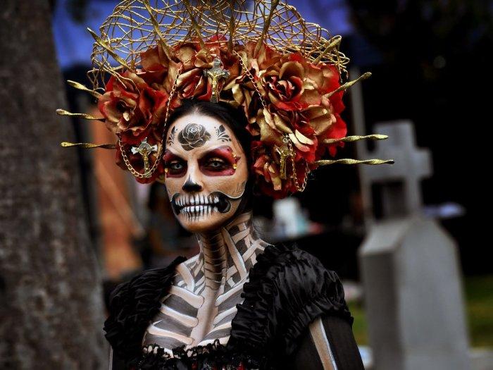В глазах поклонников Санта Муэрте, дева-смерть – настоящая красавица