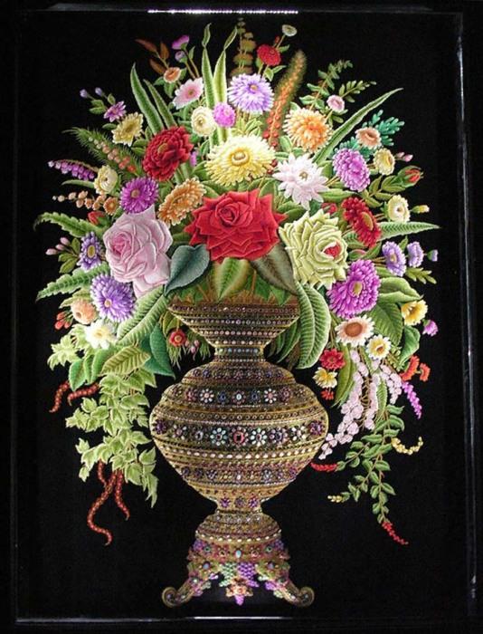 Вышивка «Букет цветов» (2,3×1,68 м), мастер Шамсуддин