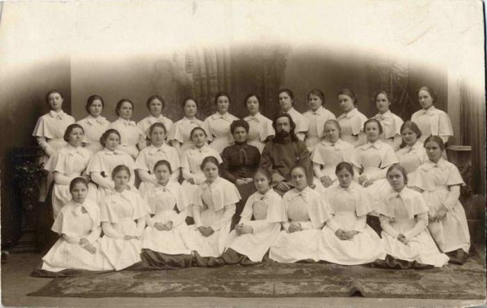 Групповой портрет гимназисток старших классов, г. Санкт-Петербург, около 1905 года