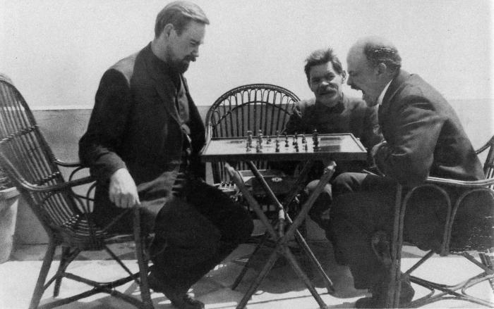 Богданов, Горький и Ленин играют в шахматы, фотография 1908 года