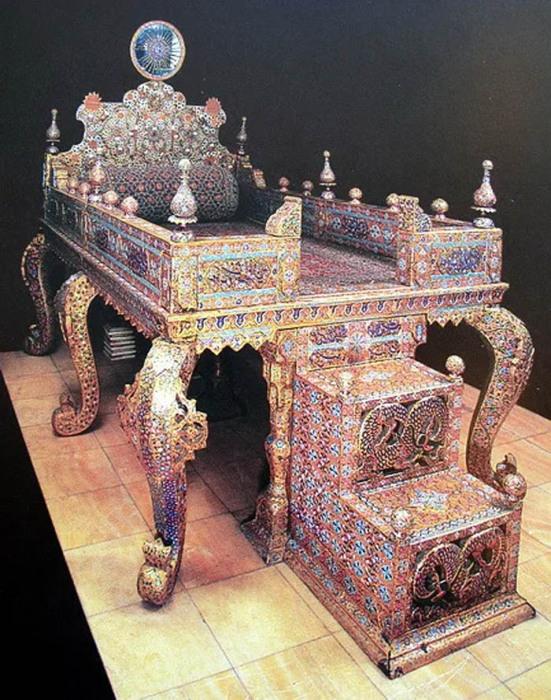 «Солнечный» или «Павлиний» трон из тегеранского Музея драгоценностей