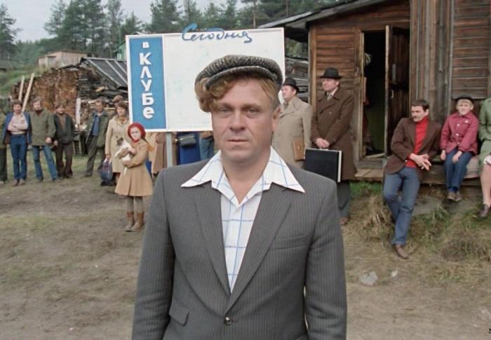 В фильме «Любовь и голуби», снятом в 1984 году, Владимир Меньшов выступил сразу в двух «ролях». Кроме ведущего кадрили он был еще и режиссером фильма.
