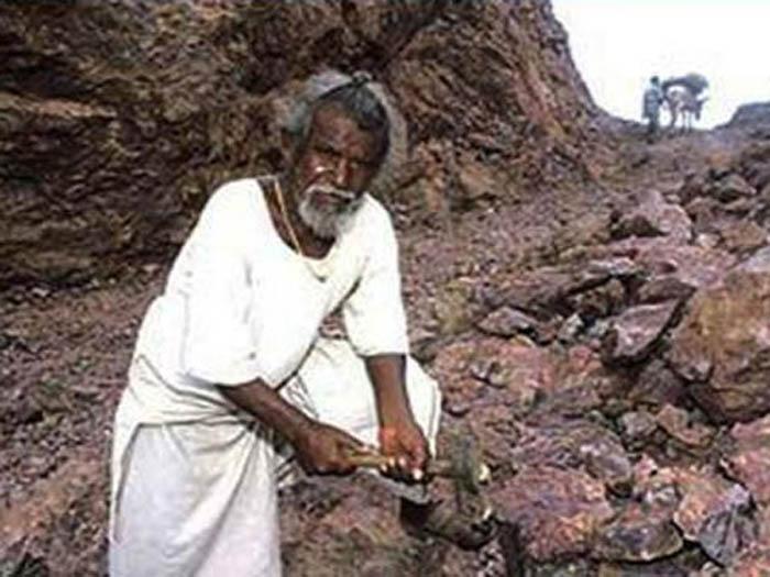 Дашратх Манджхи – национальный герой Индии и человек, в одиночку победивший гору