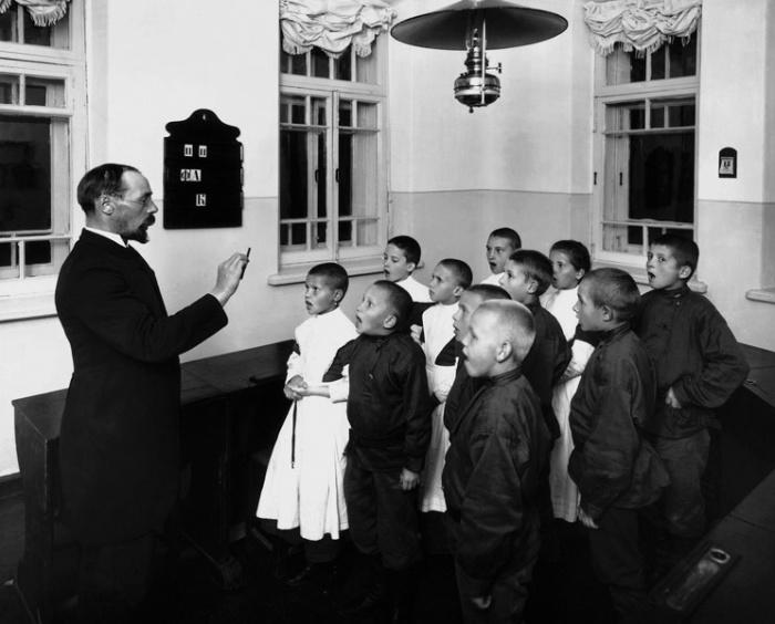 Мариинская школа глухонемых. Обучение разговорной речи в младшем классе, Санкт-Петербургская губерния, 1907 год