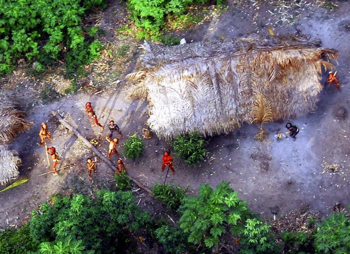 Фотографии, сделанные с воздуха, позволяют получить представление о жизни сентинельцев