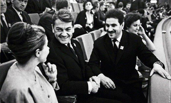 Жан Маре и Григорий Чухрай на открытии III Московского кинофестиваля, 1963 год (фото Александра Конькова)