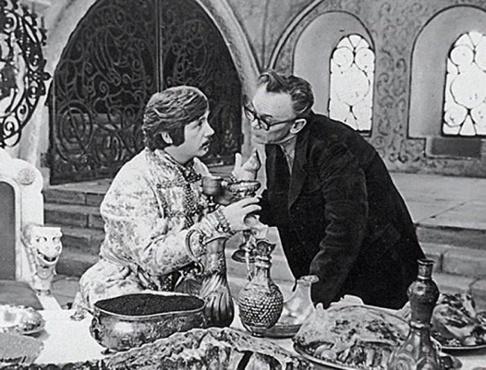 Гайдай и Леонид Куравлев на съемках (Иван Васильевич меняет профессию)