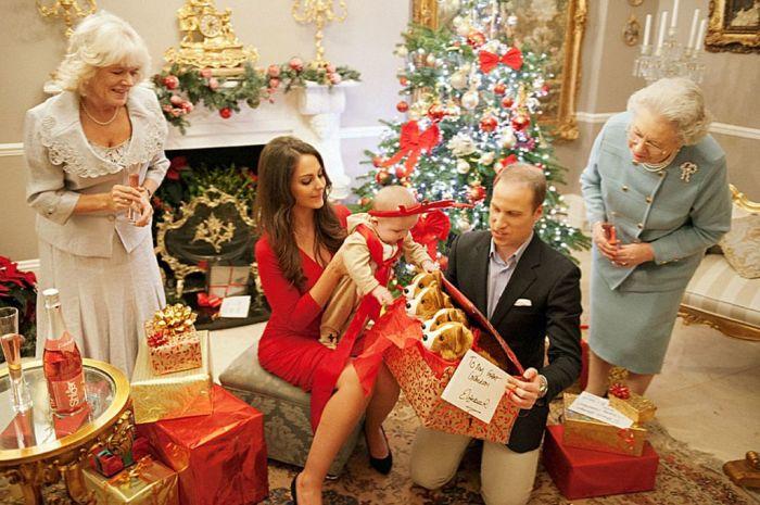 По традиции рождественские подарки в королевской семье дарятся на день раньше