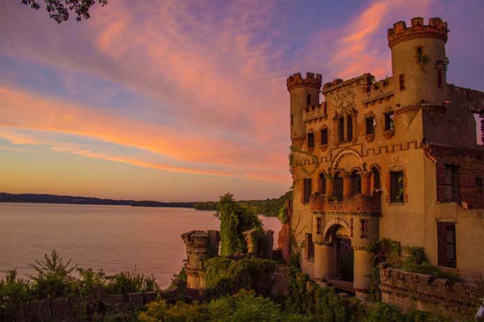 Замок Баннермана — руины, которые находятся на острове Полепел вблизи города Ньюбург в штате Нью-Йорк