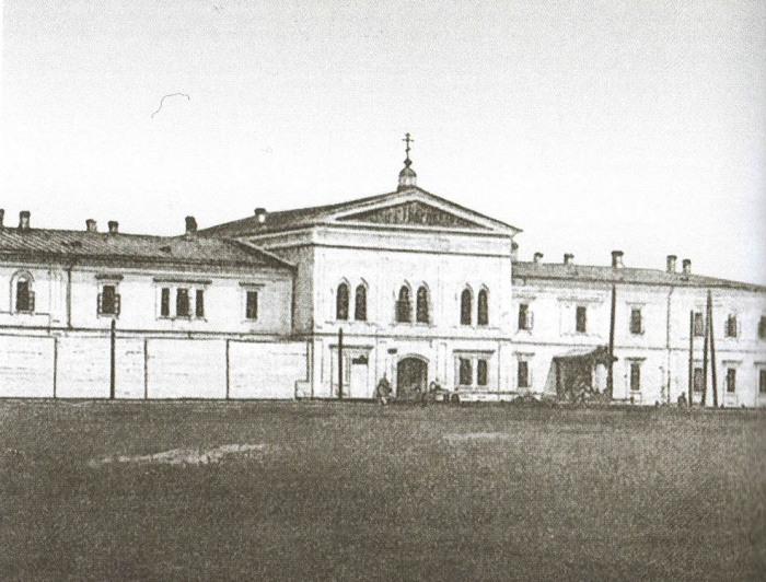 Иркутский тюремный замок — последнее земное пристанище Колчака. Открытка начала XX века