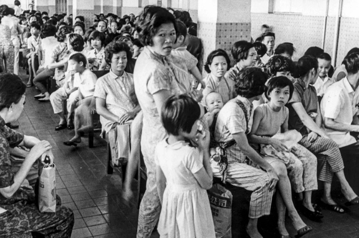 Зал ожидания в одной из клиник Гонконга во время пандемии 1968 года