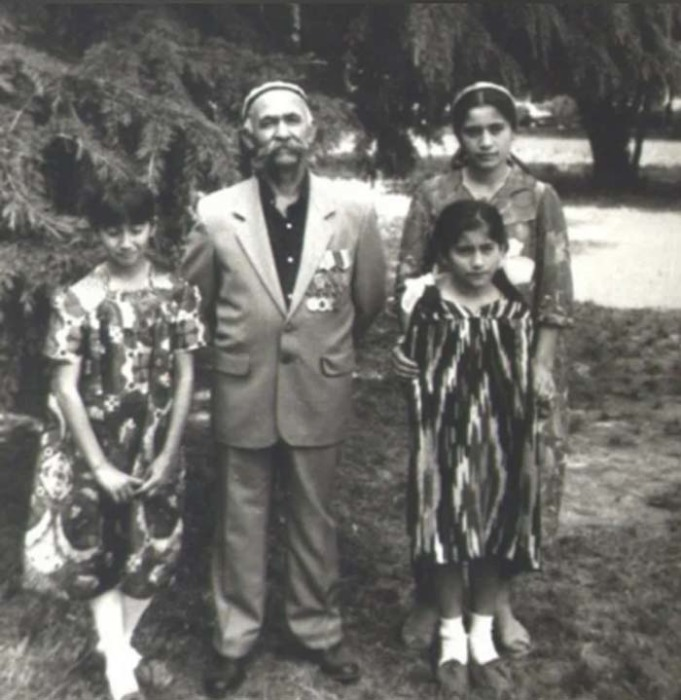 Работа не помешала Мулло создать прекрасную дружную семью, в которой выросло семеро детей
