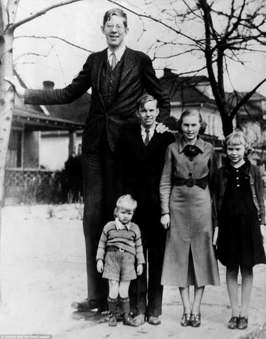 Роберт Уодлоу со своими братьями и сестрами