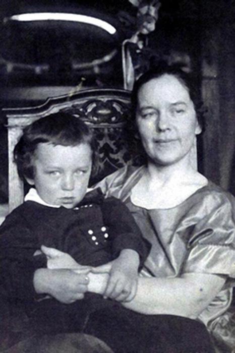 Конон и его мама, врач Евдокия Константиновна
