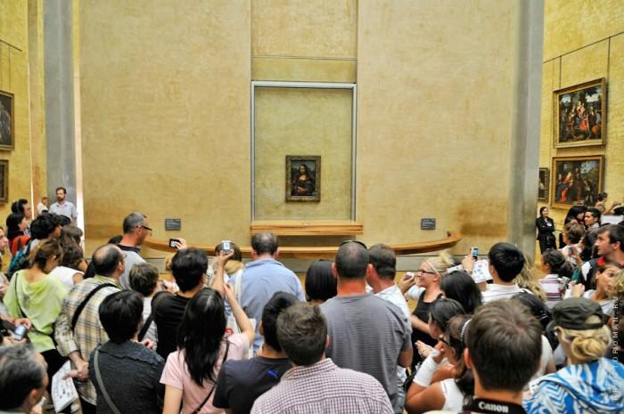 Сегодня для экспонирования Джоконды выделена отдельная часть  Государственного зала Лувра