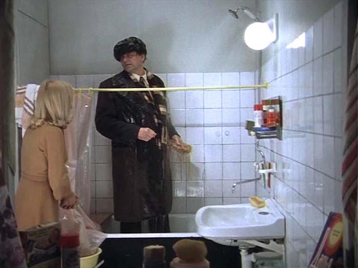 Кадр из к/ф «Ирония судьбы, или С лёгким паром!», 1975 год