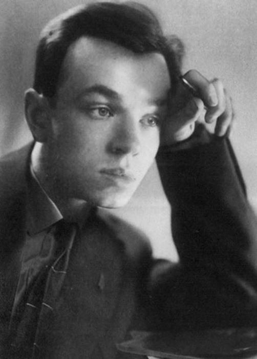 Молодой Андрей Вознесенский