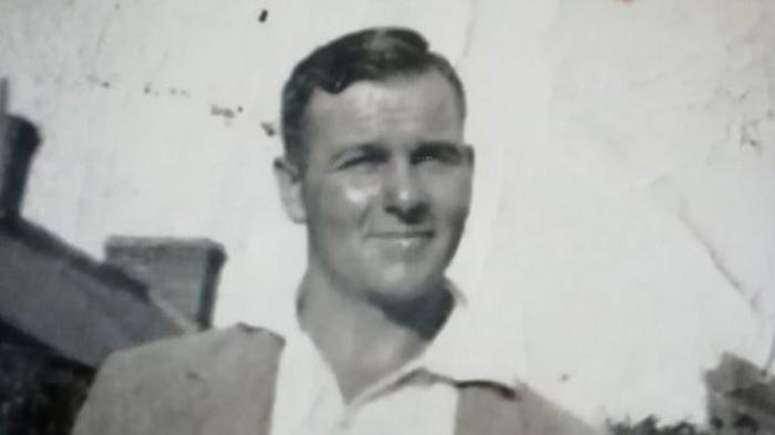 Шпион секретной службы Джеймс Чарльз Бонд, фото 1937 года