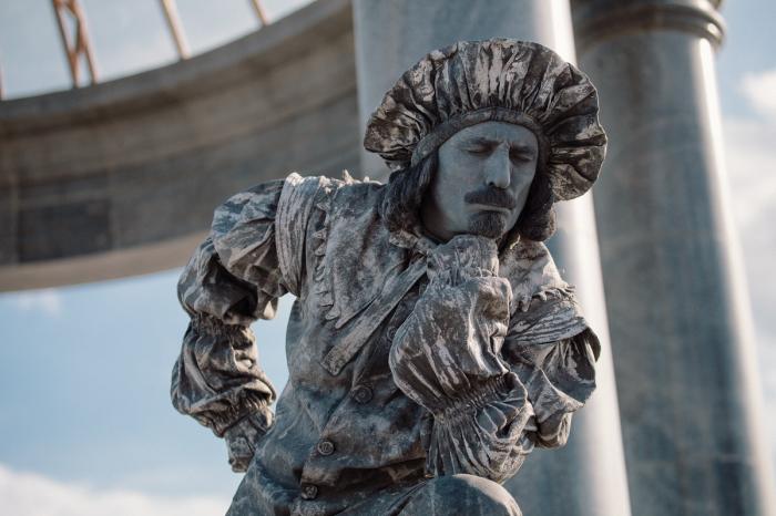 Иногда созданные образы вполне конкретны, как, например, этот «каменный» Рембрандт