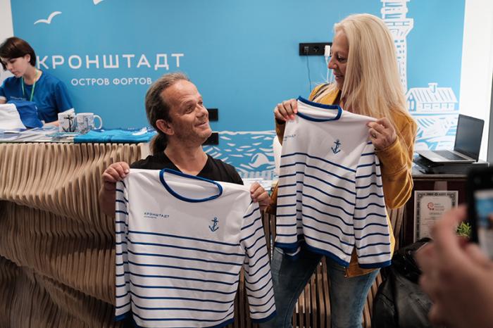 Французский актер Андре Буше с супругой во время поездки в Санкт-Петербург